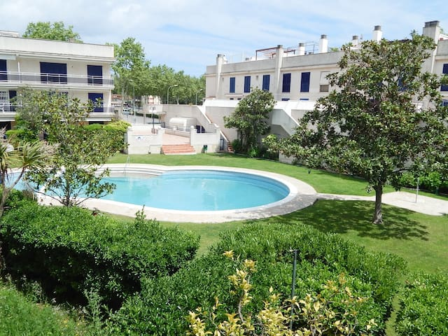 Spacious 3 bedroom townhouse with pool and garden
