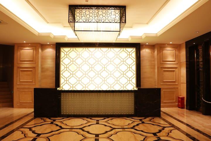 地铁1号线沙坪坝站重庆大学附近的国际公寓 柚子尚品大床房 超赞!