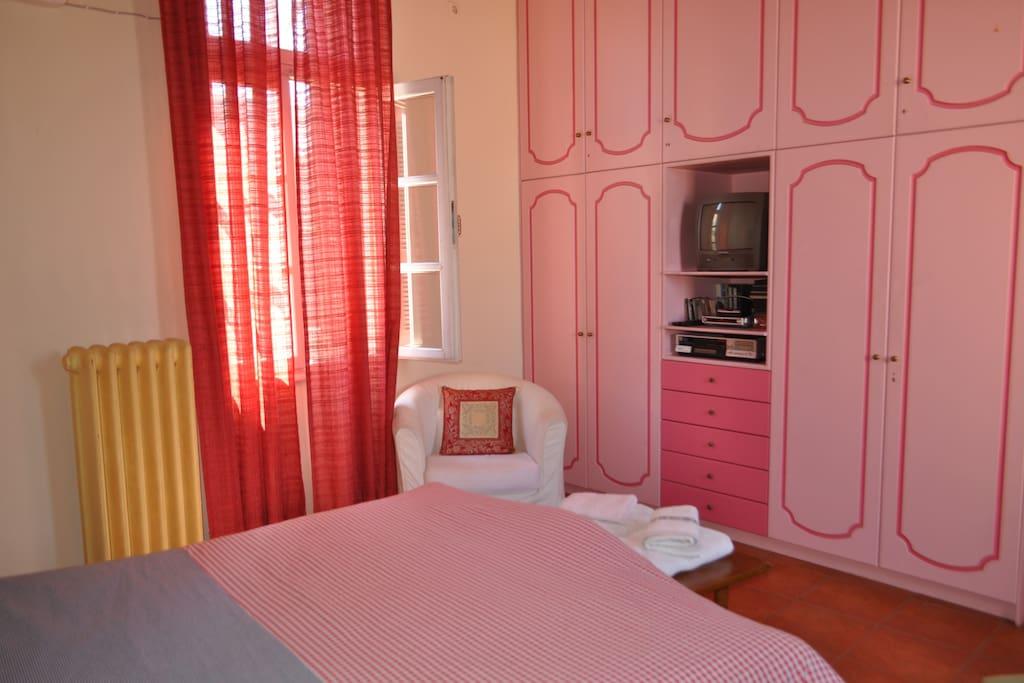 mastr bedroom, big closets