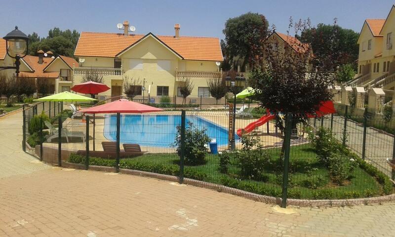 Duplex très propre avec piscine