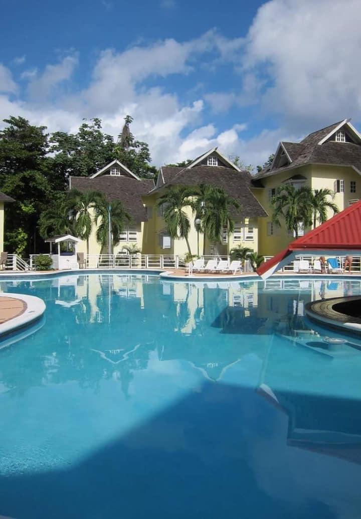 Relaxation in Paradise : Mystic Ridge Resort