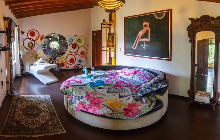 DESIGN  LOFT STYLE ROOM IN SUBURBIA MEDELLIN