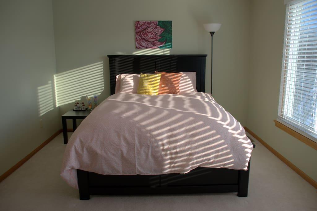 Quiet, comfy room with queen size bed