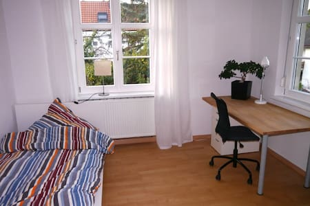 quiet room top location / breakfast - Lörrach - Bed & Breakfast