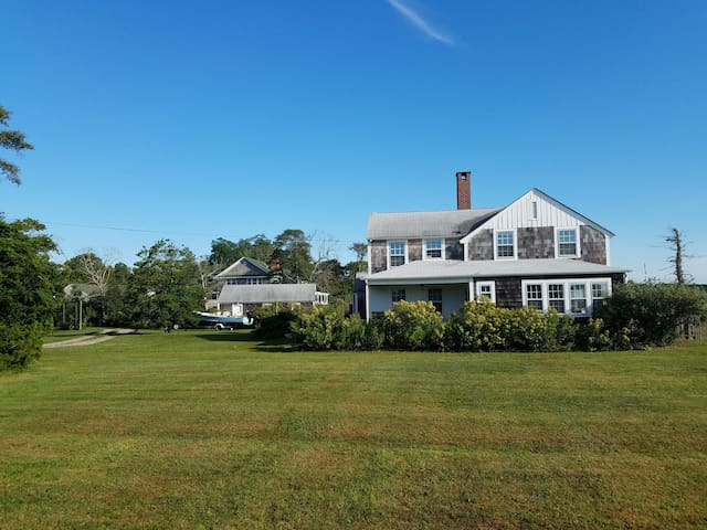 Five bedroom waterfront retreat - near Westhampton - Westhampton Beach - Casa