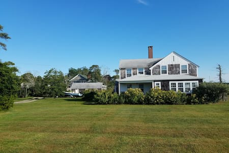 Five bedroom waterfront retreat - near Westhampton - Westhampton Beach - House