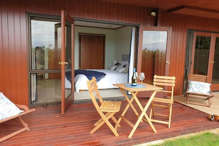 Lake View Garden Studio Apt,  Acacia Bay, Taupo