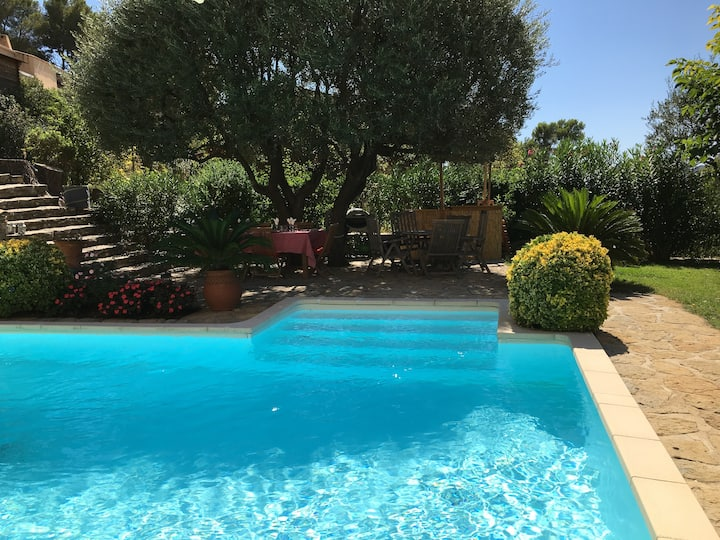 Superbe Rez de villa, clim, piscine, proche mer