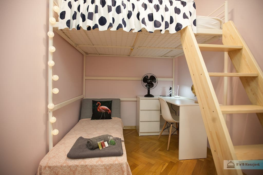 Flaming badroom with bunk bed