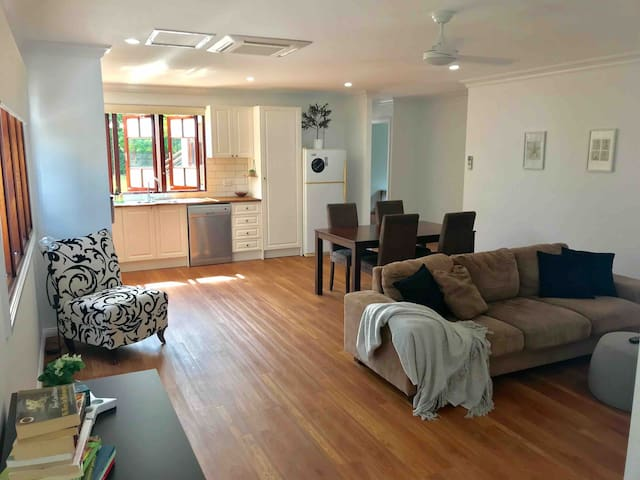 Modern Two B/Rm spacious clean place City fringe!