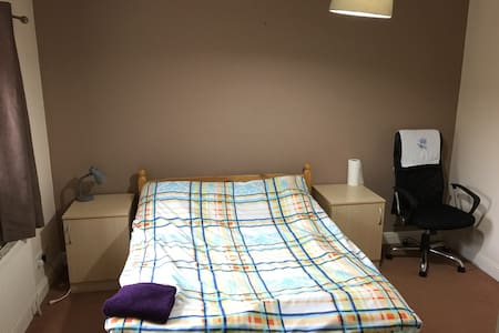 Large En Suite Double Room with Great Location - 雷丁(Reading) - 公寓