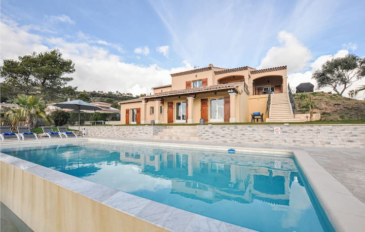 Nice home in L. Adrets de L'Esterel with Outdoor swimming pool, WiFi and 5 Bedrooms