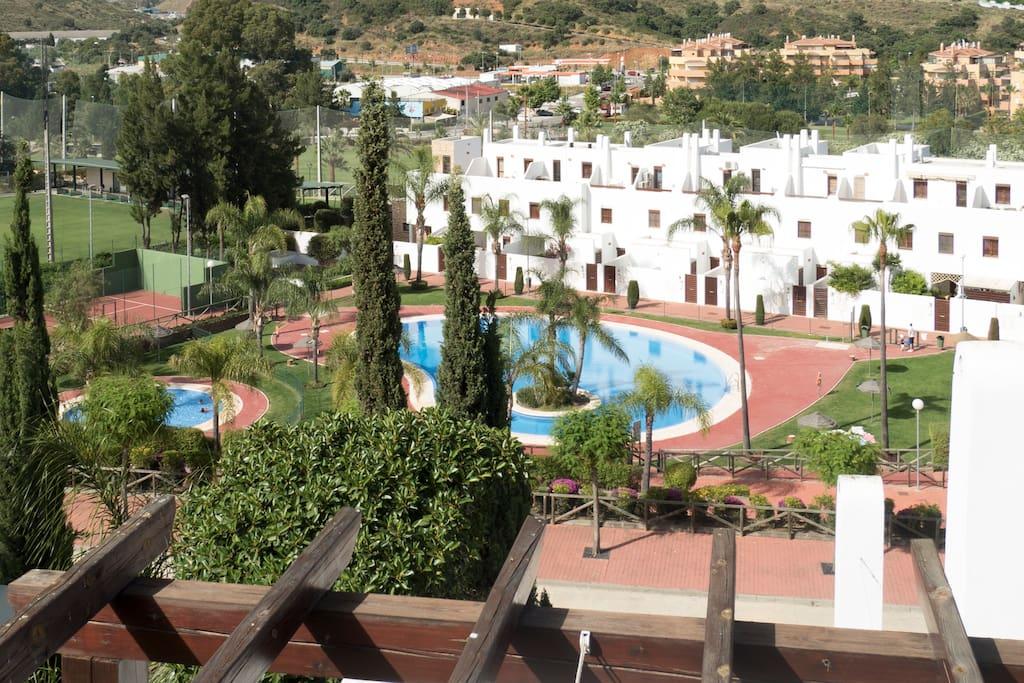 Vista desde la casa! Gran piscina