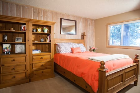 Center of Town- One Bedroom and Bunk - Mammoth Lakes