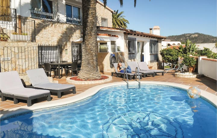 Stunning home in Tossa de Mar with WiFi and 4 Bedrooms