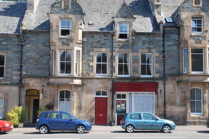 The Birnam Guest House Family Bed and breakfast