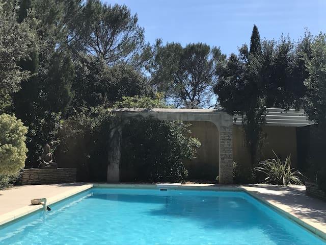 Belle villa au calme avec piscine - Saint-Gély-du-Fesc - Huis