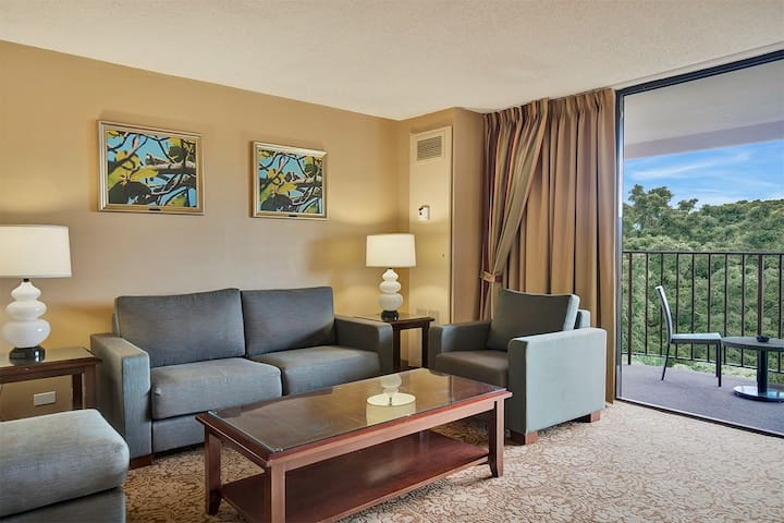 Spacious Suite at the Hilo Hawaiian - #805
