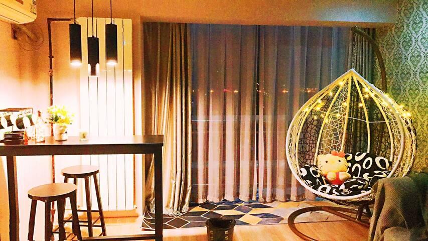 【考拉精品】NO.3-LOFT  海洋馆/外滩/图书馆/地铁9号线/巨幕投影