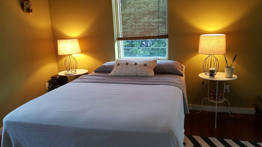 Chestnut Hill Guest Room with Queen Bed - Philadelphia