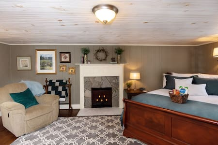Vineyard Suite - Rockford Inn - Dobson area