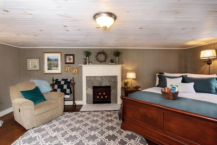 Vineyard Suite - Rockford Inn - Dobson area