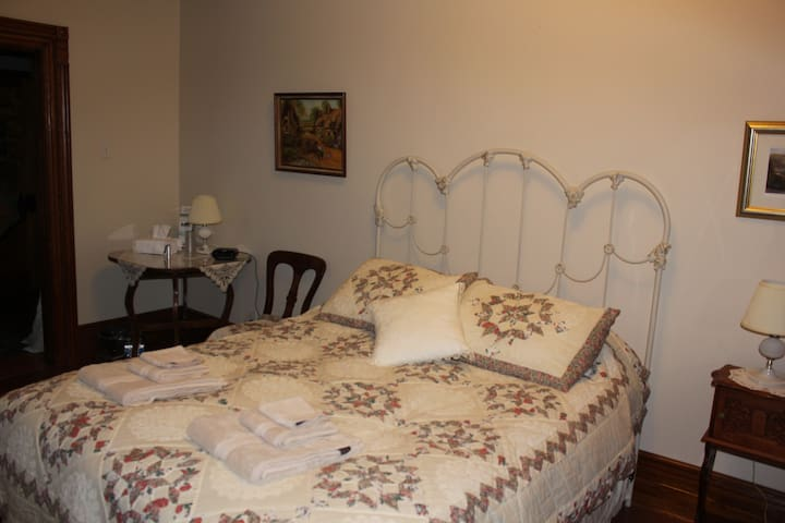 Doctor's House Bed & Breakfast - EC - Tara