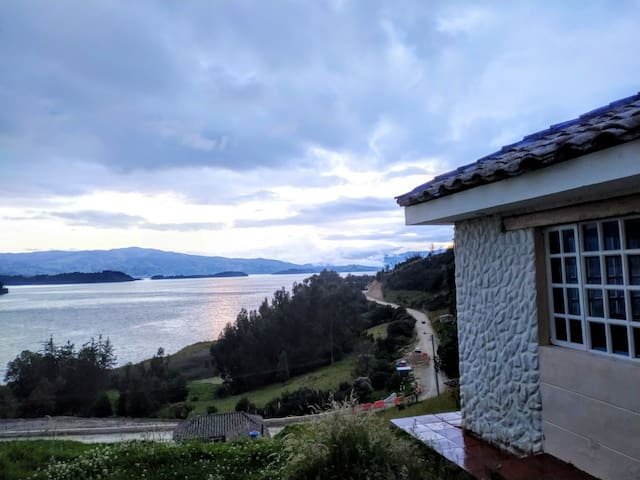 Hospedaje Villa Paola del Lago