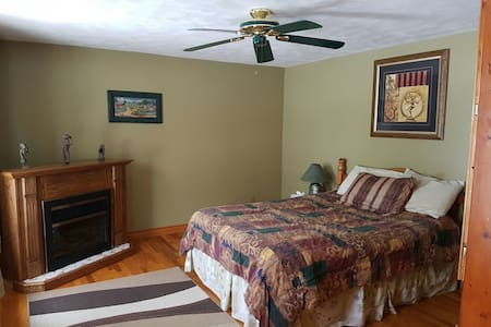 Cozy bedroom with fireplace - Bouctouche - Talo