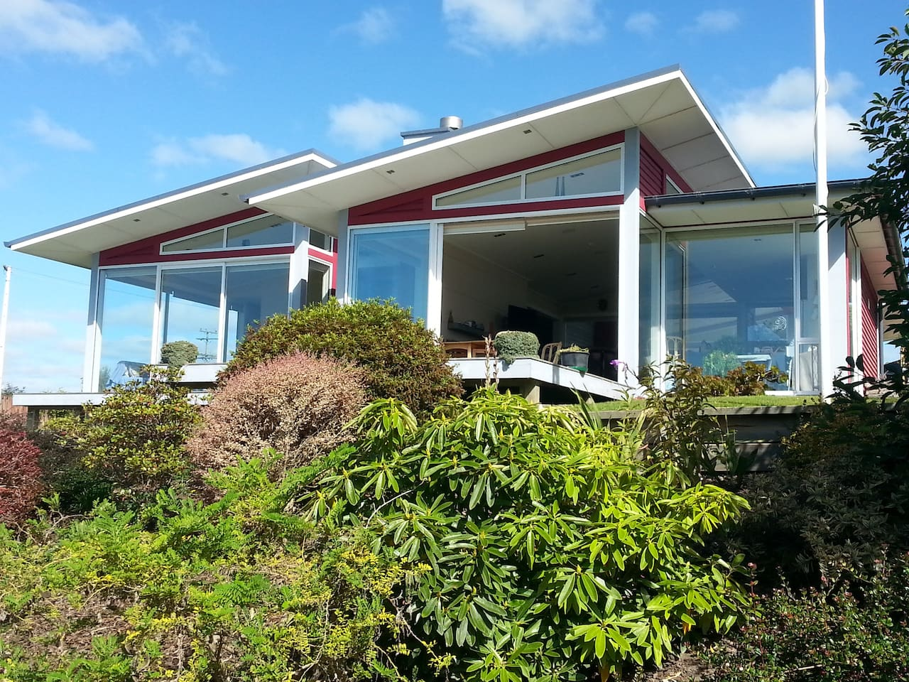 Full glass frontage with spectacular sea view.