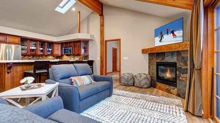 Updated Ski Home with Private Hot Tub Overlooking Main Street! Sleeps 8