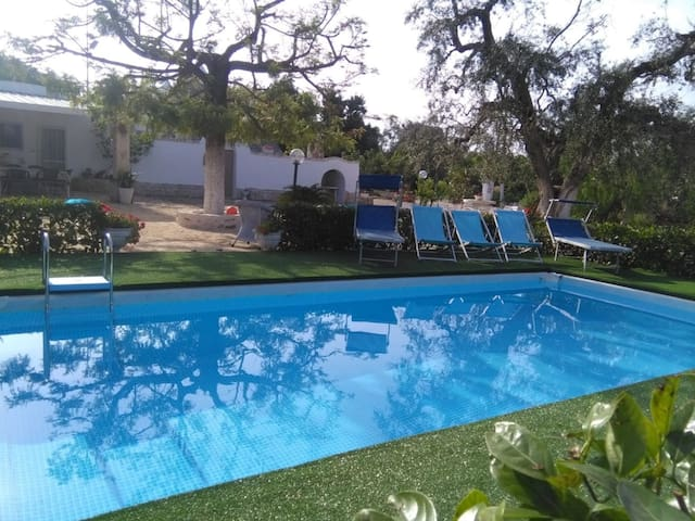 Stunning private villa with A/C, WIFI, private pool, patio and parking, close to Ostuni
