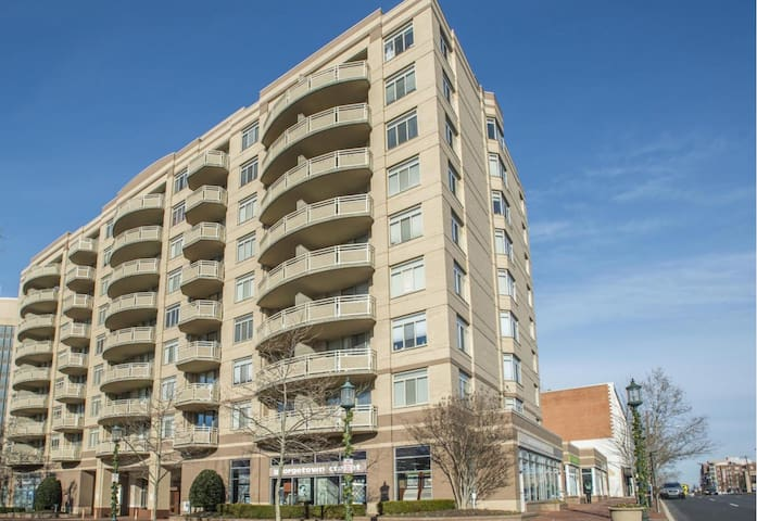 Luxury condo in downtown Bethesda! - Bethesda - Condominium