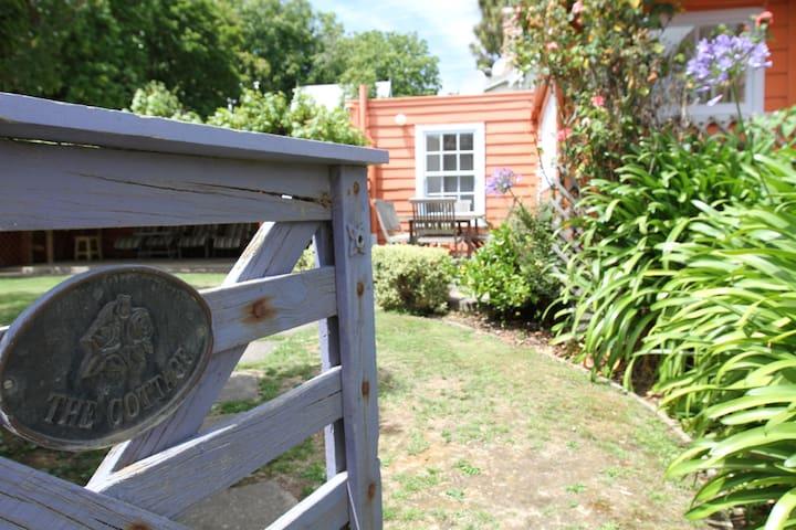 Akaroa's Charming French Cottage [circa 1860's] - Akaroa - Hus