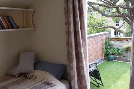 Boutique stay in beautiful house single/balcony