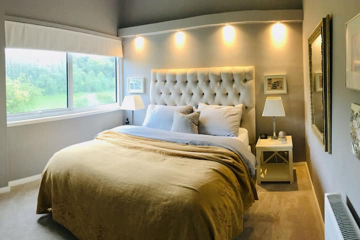 Comfortable double room & own bath inc breakfast
