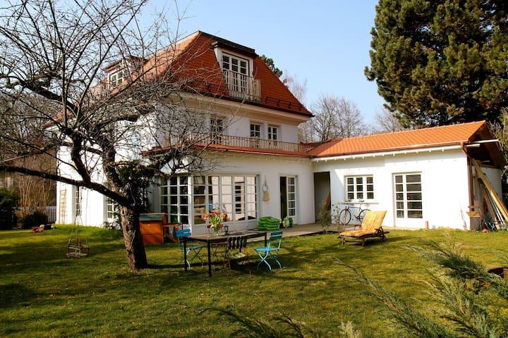 Haus mit garten  Haus mit Garten in München Bogenhausen - Houses for Rent in ...