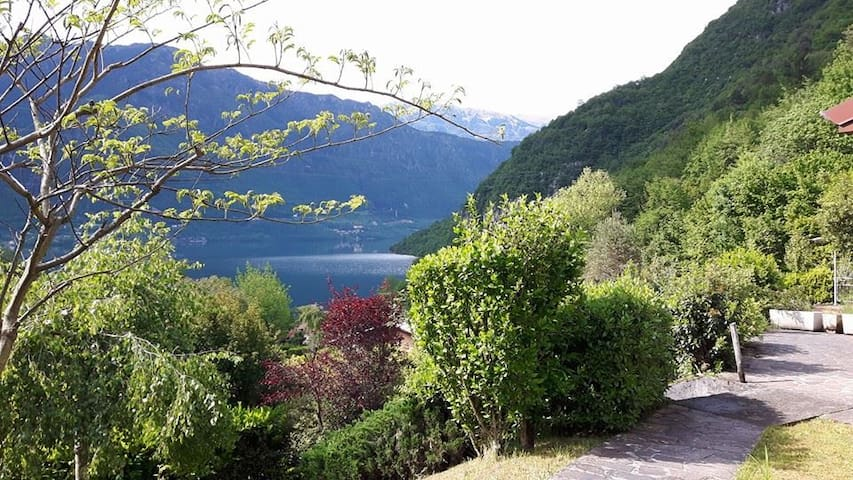 Casa Silvia -Beautiful Lake view/Petfriendly - Vesta - Hus