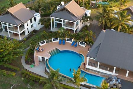 Dreamview Villa 1  Stunning Suncoast
