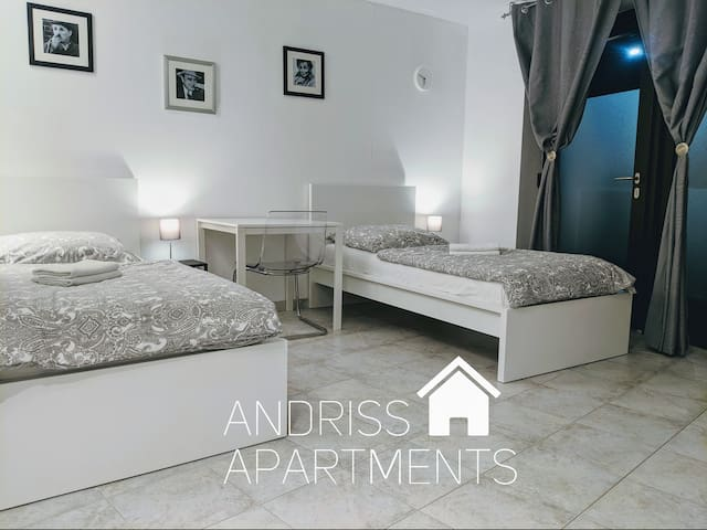 Andriss Apartments - großes Zweibettzimmer