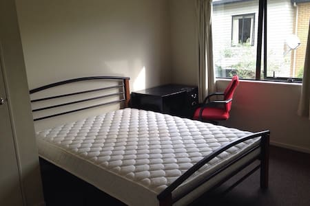 Cosy rooms close to train station - Auckland - Casa