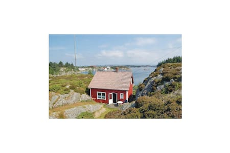 Holiday cottage with 3 bedrooms on 80m² in Bremnes