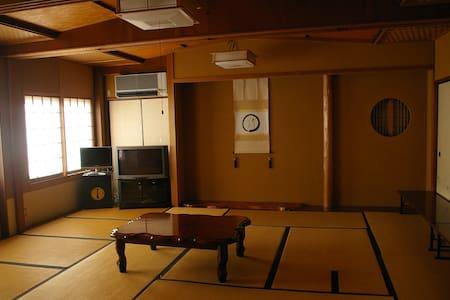 nakazonoryokan Room103 wifi無料、天文館、港まで徒歩10分