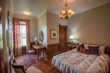 Evening Primrose Suite (1 Queen w/ shared bathroom)
