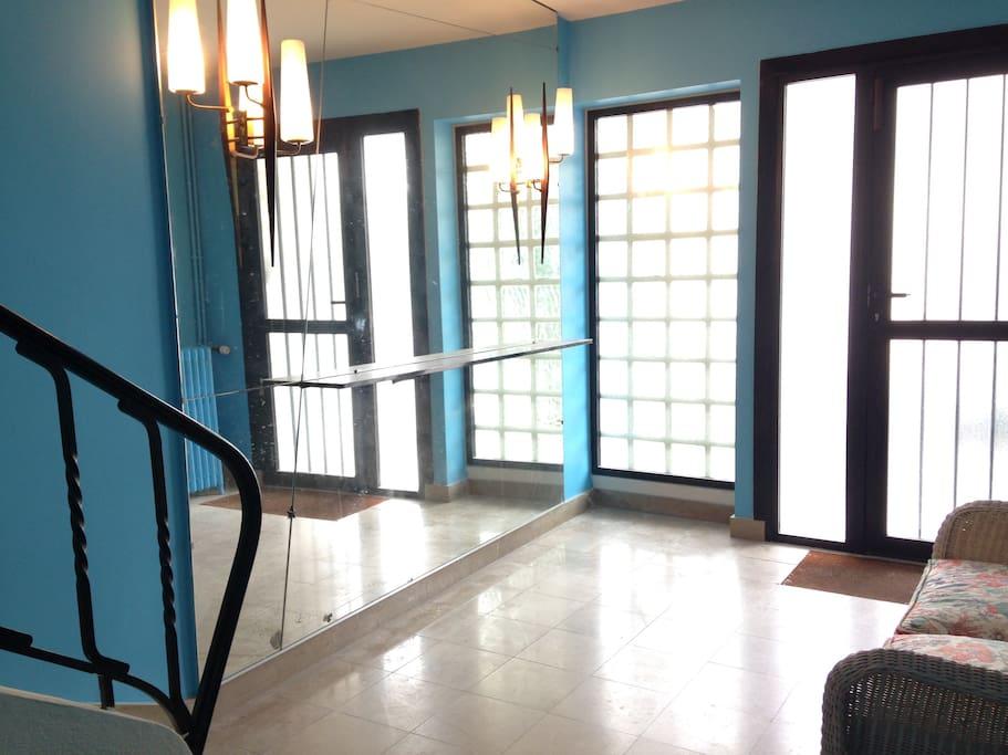Hall d'entrée commun aux deux appartements.