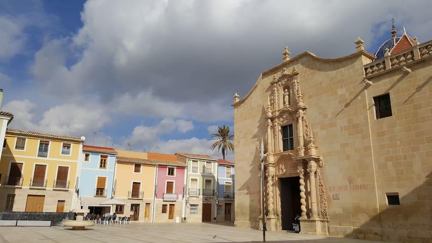 IN FRONT OF THE MONASTERY SANTA FAZ (15th) SINGLE - Alacant - Maison