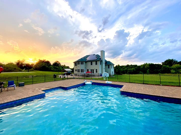 GETAWAY & Escape W/Private HEATED POOL Resort