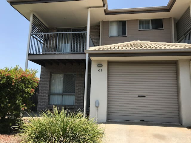 Close to Everything! Townhouse in North Lakes