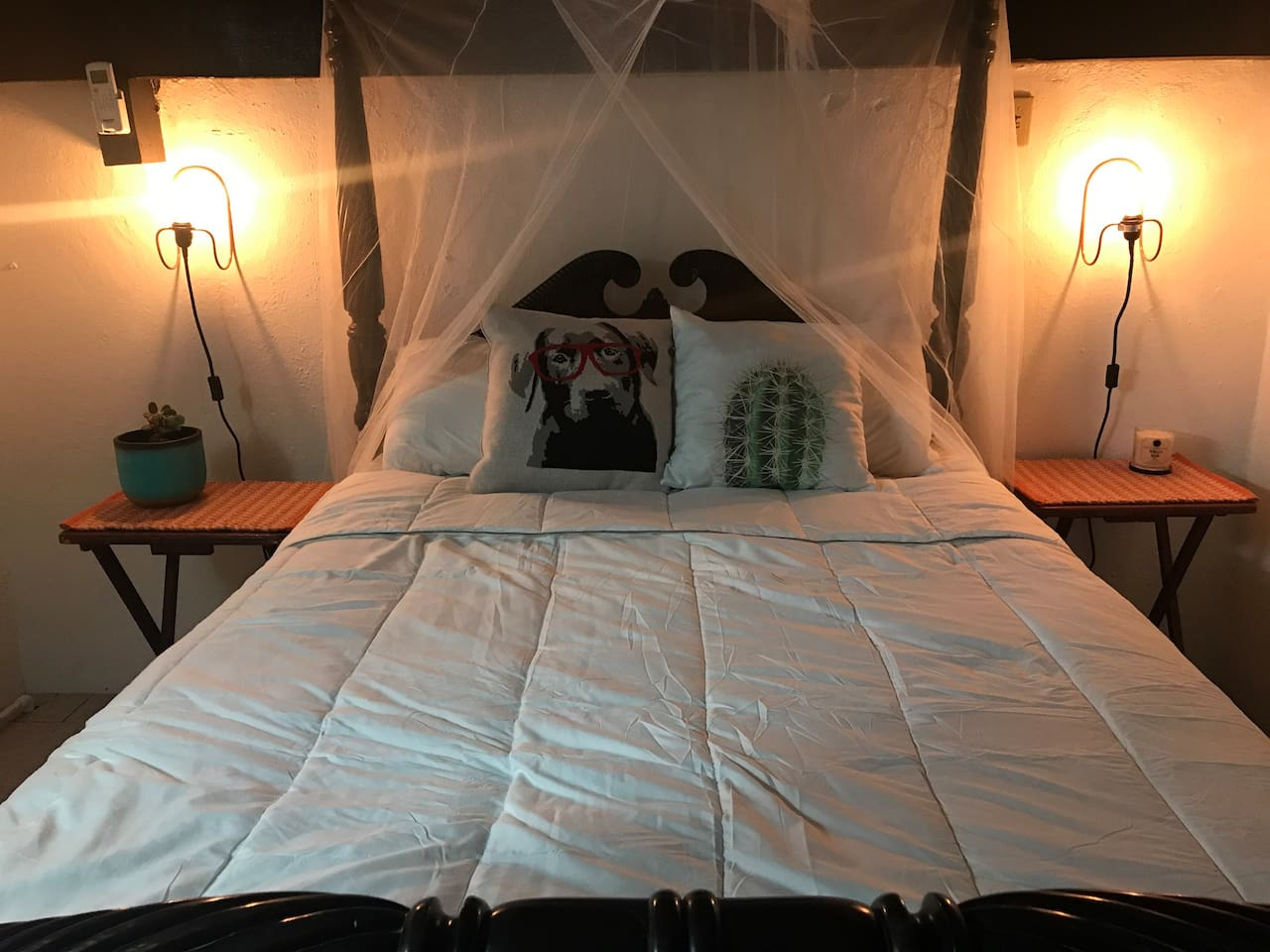 Antique pillar bed with mosquito net. Just for decoration because there is  a/c.   :)