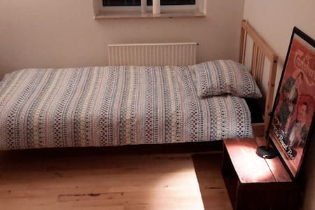 Clean, quiet room in Østerbro, near city centre - Copenhague